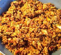Een heerlijk ingezonden recept door Yolanda: Indonesische nasi. Serveer deze nasi lekker met wat kroepoek, atjar en een gebakken eitje! Heb jij ook een lekker en simpel recept? Mail deze dan (het liefst met één of meerdere foto's) naar recepten@lekkerensimpel.com Tijd: 20-25 min. Recept voor 5-6 personen Benodigdheden: 1 kg gekookte droge rijst (liefst Surinaamse) …