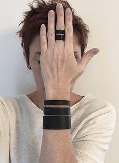 Bague minimaliste cuir recyclé noir GRAFIK