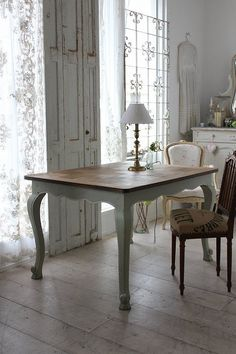 """""""French antique Louis XV style Painted dining table"""" Koh Kong, gently Coconfouato [antique lighting and antique furniture] United Kingdom, France, antique antique antique antique French chandelier, antique furniture, antique lighting, antique miscellaneous goods, antique jewelry, interior"""