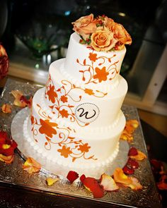 I love the colors on this wedding cake