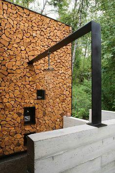 Chopped Wood Wall with Metal bar frame Modern Outdoor Shower / Stone Creek Camp / Andersson Wise Architects Diy Garden, Garden Art, Home And Garden, Garden Ideas, Exterior Design, Interior And Exterior, Outdoor Spaces, Outdoor Living, Outdoor Bathrooms