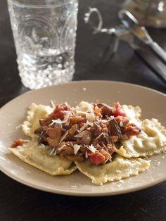 Raviolis au bœuf haché : Ces raviolis sont vraiment très savoureux avec cette farce au bœuf et s'accompagne à merveille d'une sauce tomate maison. - Recettes de cuisine de A à Z                                                                                                                                                                                 Plus
