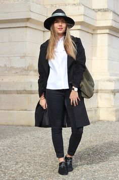 "Pataugas - Lola du blog ""Chic&Clthes"" porte les derbies SCOTT/S en coloris noir! A shopper ici >> http://www.pataugas.com/scott-s-f4b-derbies-cuir-serpent/#article=26274"