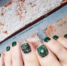 Semi-permanent varnish, false nails, patches: which manicure to choose? - My Nails Pretty Toe Nails, Cute Toe Nails, Toe Nail Art, Cute Acrylic Nails, Feet Nail Design, Toe Nail Designs, Pedicure Nails, Manicure, Pedicures