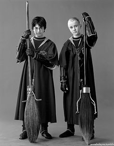 Harry Potter And Draco Malfoy have always disliked each other. Harry is the seeker for Gryffindor(In Quidditch)while Draco is the seeker for Slytherin. Draco always teases Harry in the hallways of Hogwarts. Harry Potter Quidditch, Harry James Potter, Cosplay Harry Potter, Images Harry Potter, Mundo Harry Potter, Harry Potter Draco Malfoy, Harry Potter Cast, Harry Potter Universal, Harry Potter Characters