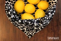 tamara kate - bento bag - option for boxed corners Origami Patterns, Sewing Patterns, Diy Sewing Projects, Sewing Crafts, Bread Bags, Cute Bags, Bento Box, Craft Kits, Cool Gifts