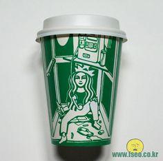 Seoul-based illustrator Soo Min Kim Draws On Starbucks Cups To Creatively Transform The Logo - Netloid™ Starbucks Cup Art, Starbucks Logo, Sketchbook Tumblr, Hot Coffee, Coffee Cups, Seoul, Doodles, Mugs, Drawings