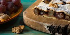 Strudel di frutta mista: un dolce tipicamente invernale, ottimo insieme a una calda tazza di the o in compagnia di un bicchiere di vin brulé.
