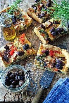 Medelhavsmat för många: Festlig paj i långpanna   Land Veggie Recipes, Veggie Food, Paella, Vegetable Pizza, Foodies, Food And Drink, Veggies, Dinner, Land