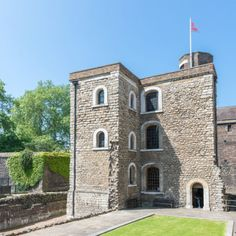 Although externally the three-storeyed Jewel Tower bears signs of alteration, particularly in the early 18th century, much of what can be seen today has survived from the 1360s.