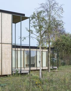 Completed in 2014 in Wachtebeke, BelgiumWhat makes a weekend house? What sets it apart from any other property? Young architects GAFPA fancied to land in Wachtebeke what could be a weekend...