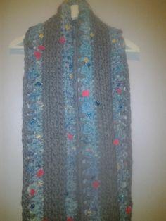 wintersjaal met vrolijke bloemetjes. Knit Collage Gypsy. crochet scarf