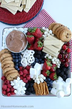 Smores Dip for a Dessert Charcuterie Board – Hoosier Homemade – Food Christmas Treats, Holiday Treats, Holiday Recipes, Christmas Party Food, Holiday Desserts, Party Platters, Party Trays, Snack Trays, Party Food Buffet