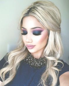 Check the best blue eyeshadow makeup looks to try this season and maintain a fresh, modern style. 65 Eye-Catching Blue Eyeshadow makeup Looks for Prom ? Prom Makeup Looks, Sexy Makeup, Face Makeup, Navy Blue Makeup, Blue Eyeshadow Makeup, Blue Smokey Eye, Best Makeup Tips, Makeup Trends, Makeup Ideas