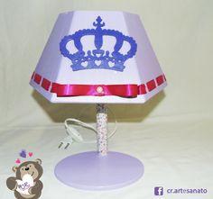 MA387 Abajur coroa lilas #abajur #luminaria #luz #iluminação #coroa #realeza #princesa #principe #decoração #artesanato