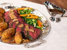 Helstekt oxfilé med rödvinssås, späda grönsaker och hasselbackspotatis (kock Sveriges mästerkock)