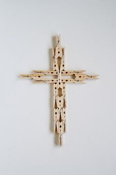 DIY CLOTHESPIN : DIY Clothespin Cross
