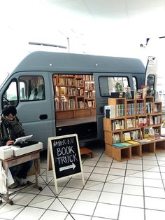 A book truck parked at Bay Quarter Yokohama on Sunday afternoon. Little Free Libraries, Free Library, Library Books, Books To Read, My Books, Darkside, Mobile Library, Beautiful Library, Book Cafe