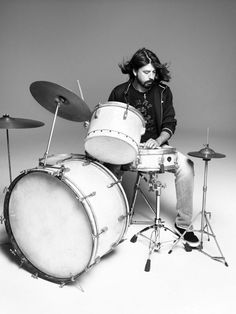 Dave Grohl...simple drum set = magic! Classic jazzzzz!! :D ...I think lol