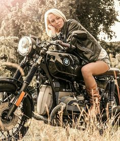 landshark motow landshark-motow moto landshark-moto motorcycle hauler towing tow towbar bar lady ladies hot sexy biker woman women