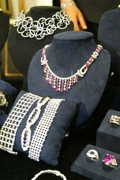 Jewelry - Harry Winston Oscar Collection