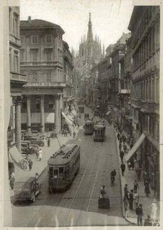 Milano - Corso Vittorio Emanuele - Duomo, Non identificato – Fotografie Grey Wallpaper Iphone, Milan City, Historical Architecture, Back In Time, Public Transport, Street Photography, Vintage Photos, Street View, Places