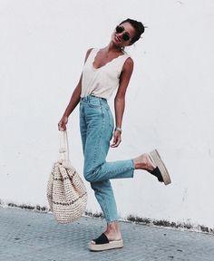 Street Style 2016/2017 - streetstyleplatform: High Waist Jeans