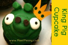 Bad Piggies party cupcake decorating from www.MeetPenny.com