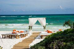 Planner: Angela Proffitt Venue: Mahekal Beach Resort, Mexico Photographer: Robert Evans