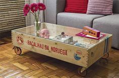 53 Magnificient Coffee Box Table Design Ideas With Diy Wooden Wooden Pallet Beds, Rustic Wooden Box, Wooden Pallets, Wooden Diy, Wooden Boxes, Coffee Box, Diy Coffee Table, Coffee Table Design, Wooden Cable Spools