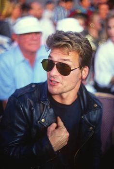Actor Patrick Swayze looks on during the WBC WBA IBF heavyweight tittle fight between Larry Holmes and Evander Holyfield June 19 1992 at Caesars. Patrick Swayze, Larry Holmes, Cute Actors, Dirty Dancing, Bae, People Magazine, Shows, American Actors, Cinema