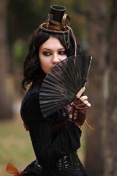 Fascinator and fan