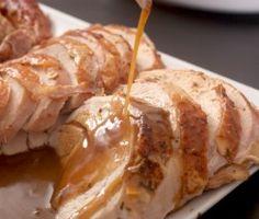 - braadslee met een hele kip - groentes na keuze ( ui, paprika, knoflook, rozemarijn, tijm, enz) - 1 kopje droge witte wijn - 1 tot 3 kopjes zoutarme kippenbouillon - 4 eetlepels ongezouten boter - 1/3 kopje bloem Als laatste brengen we deze op smaak met zeezout en zwarte peper Zelf Jus maken is nog nooit zo makkelijk geweest Voor 8 personen. lees meer http://jusmaken.nl/recipe/zelf-jus-maken/ #zelf jus maken
