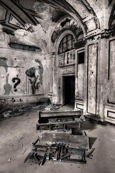 MI_Abandoned_Hotel_2_Conv.JPG