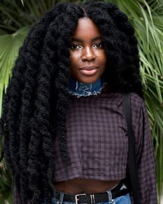 For women with afro-textured hair, natural curls are a blessing but also a responsibility. In comparison to straight or wavy hair textures, natural afro hair ne Natural Hair Inspiration, Mode Inspiration, Character Inspiration, Hair Afro, Curly Afro, Moda Afro, Pelo Afro, Pelo Natural, My Hairstyle