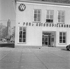 De garage van Pon Automobielbedrijf aan de Arnhemseweg 2 in Amersfoort. Truck Transport, Architectural Elements, Garages, 2 In, Holland, Porsche, Garage Doors, Mansions, Architecture