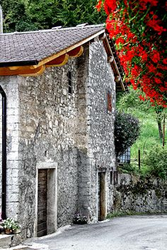 Old House inVeneto, Italy..  wall is so beautiful