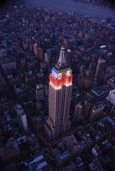 ESB split its tower lights 7-26-2012 in red/white/blue on the north and south sides for Team USA and in red/blue/white on the east and west sides for Great Britain, the host country of London 2012