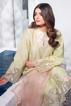 Pakistani Fancy Dresses, Indian Fashion Dresses, Pakistani Dress Design, Indian Designer Outfits, Pakistani Outfits, Designer Dresses, Pakistani Kurta, Fancy Dress Design, Stylish Dress Designs