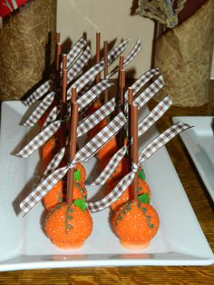 Pumpkin Pie Cake Pops for a Thanksgiving Mini Dessert Buffet #thanksgiving #cakepops