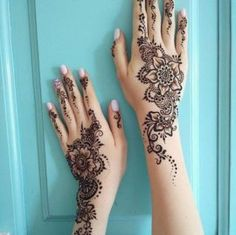 Ten Gorgeous Wedding-Day Henna Designs You Need To See- henna These gorgeous, intricate designs will inspire any bride looking to wear henna on her big day.Read more › Henna Tattoo Designs, Henna Tattoos, Henna Tattoo Hand, Henna Body Art, Henna Mehndi, Henna Art, Henna On Hand, Henna Hand Designs, Foot Henna