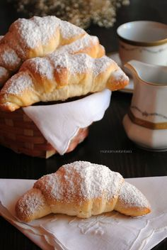 simple croissants to brioches, very easy Italian Pastries, Italian Desserts, Italian Recipes, Bake Croissants, Homemade Croissants, Something Sweet, Sweet Bread, Love Food, Sweet Recipes
