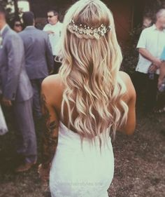 cool wedding hairstyles with flowers best photos… http://www.wowhairstyles.site/2017/07/22/cool-wedding-hairstyles-with-flowers-best-photos/