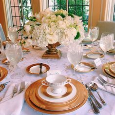 Barcelona Gold China set up with perfection by the Rosewood Dallas Weddings!