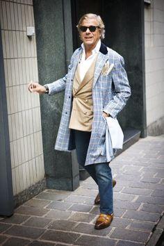 menswear / blue jeans / checked coat / wayfarers / double coat / beige blazer / gentlemen / men's fashion