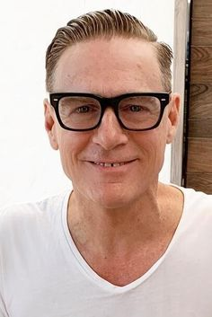 Bryan Adams Credits Vegan Diet to Not Getting Sick Celebrity Glasses, Celebrities With Glasses, Famous Vegans, Bryan Adams, Vegan News, Vegan Comfort Food, Raw Food Diet, Vegan Animals, Living Legends