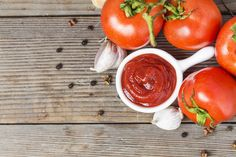 Molho de tomate (Foto: Freepik) Diabetic Recipes, Diet Recipes, Salsa, Canning Tomatoes, Growing Tomatoes, Fresh Basil, Mayonnaise, Rice, Dining