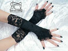 guantes de estilo gótico  hecha de tejido de terciopelo elástico en negro  y encaje elástico en negro gótico  los guantes de toda la superficie es ...