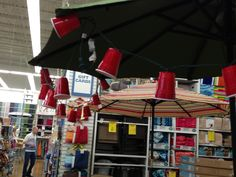 Summer decor...white Christmas lights in red solo cups!  What a cute idea for outdoor party! I saw this at one of my fav stores, Bed Bath & Beyond.