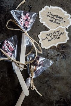 Chocolate Peppermint Spoons and Mexican Hot Chocolate Spoons. Dipped in dark chocolate and topped with either peppermint crunch baking chips or marshmallows and a pinch of cinnamon. Perfect for holiday gift giving! Chocolate Spoons, Hot Chocolate Bars, Chocolate Dipped, Chocolate Gifts, Chocolate Recipes, Baking Chocolate, Decadent Chocolate, Delicious Chocolate, Homemade Food Gifts